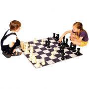 Tapis de jeu d'échec avec pions et accessoires