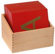 Lettre majuscule 16x13 cm en relief + Boîte de rangement - Set de 26