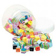 "Perles multicolores en plastique ""cube"" - Bocal de 130"