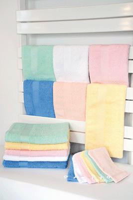 drap de bain en ponge unie 70x140 cm rose lot de 3 ses textiles sur planet eveil. Black Bedroom Furniture Sets. Home Design Ideas
